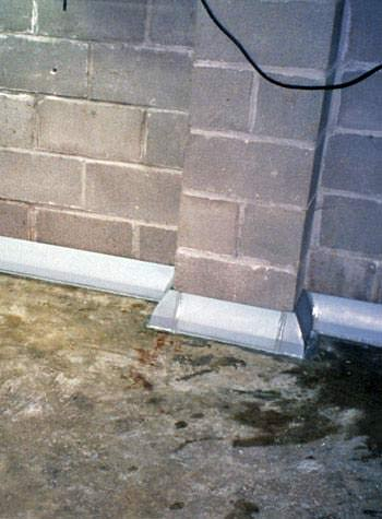 Baseboard weeping tile system for homes with thick or monolithic floors